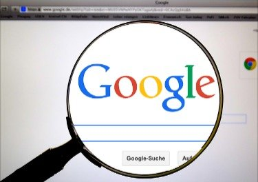 Image shows a magnifying over the Google logo signifying our magnified view on Google Drive free storage.